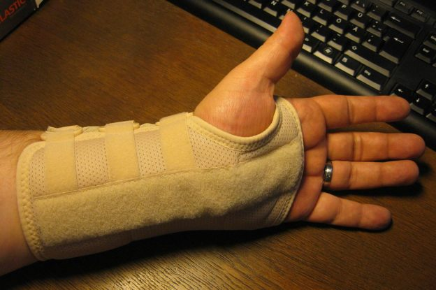 Orthosis on the left wrist for the treatment of carpal tunnel syndrome