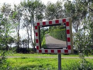 """Image: """"Konvexer Spiegel für Überblick im Straßenverkehr"""" by Gerard Hogervorst. License: CC BY-SA 3.0"""